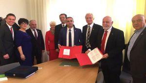 Almanya'da imzalar atıldı
