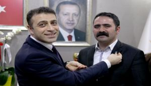 CHP'den ayrıldı, AKP'ye geçti