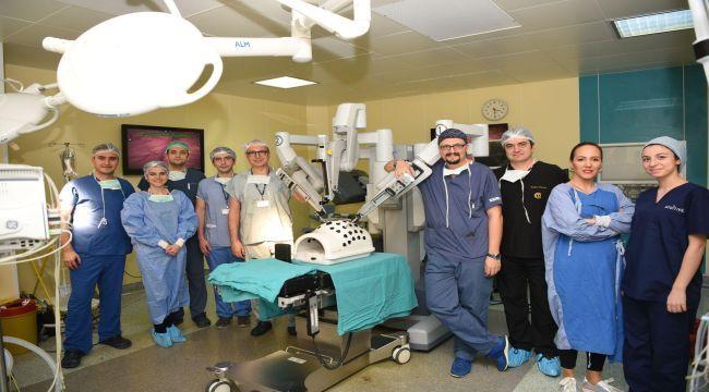 Geleceğin robotik cerrahları yetişiyor