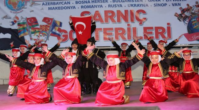 Gaziemir meydanlarında dünyanın dansı