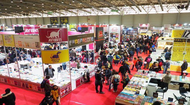 İzmir Kitap Fuarı Ziyaretçi Rekoruyla Sona Erdi