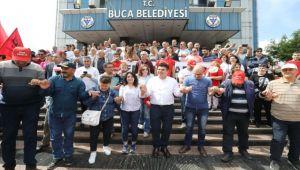 Başkan ve işçilerden '1 Mayıs Halayı'