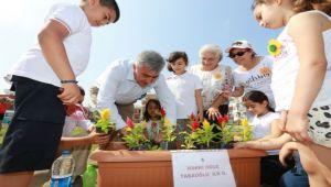 Çiçekler çocuklarla hayat buldu