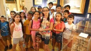 Çocuklar deniz müzesini gezdi