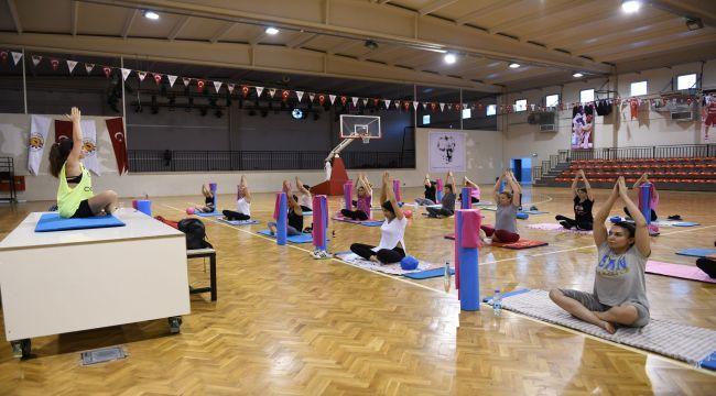 Çiğlili Kadınlar Pilates Kursunda Buluşuyor