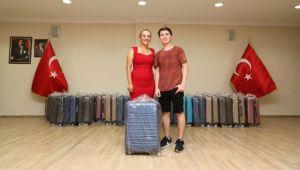 125 öğrenciye valiz dağıtıldı