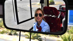 İzmir'de kadın şoförler yollarda