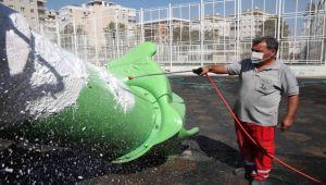 Bayraklı'da çocuk parklarına dezenfekte