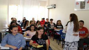 Gençlerin Üniversite İdealine Belediye'den Destek