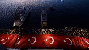 İzmir'den, 350 metrelik dev Türk Bayrağı
