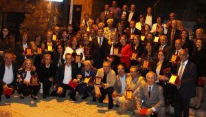 CHP İzmir'den, 70 eğitmene plaket