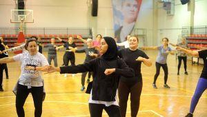Çiğli Belediyesi'nden Kadınlara Ücretsiz Zumba Kursu