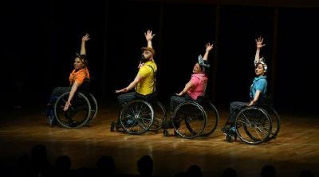 Tekerlekli sandalyede dans büyüledi