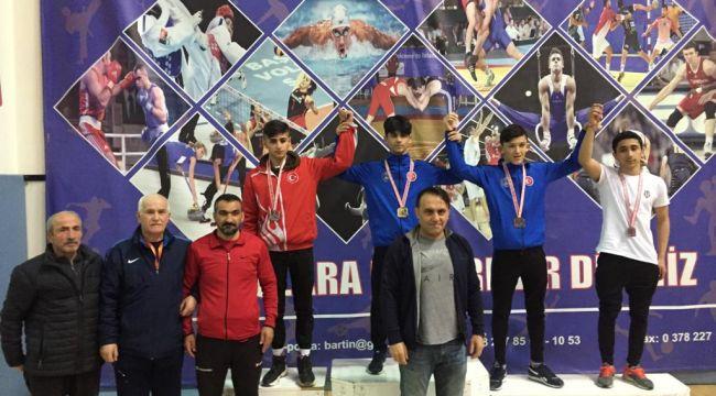 Ata sporumuz güreş Bergama'ya başarı getirdi