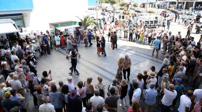 Karşıyaka 14 Şubat coşkusu: Sokakta aşk var!