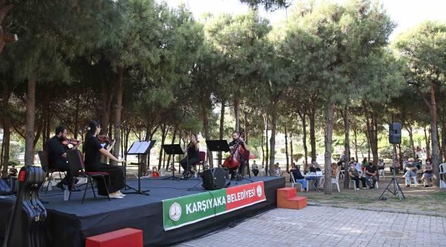 Karşıyaka'da çınarlara özel müzik şöleni