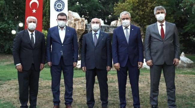 İzmir'in kanaat önderleri Ege Üniversitesinde buluştu