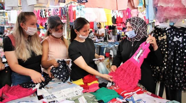 Menderes'te Çocuklar İçin Giysi Kampanyası