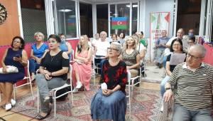 Azerbaycan'a destek şarkılarla geldi