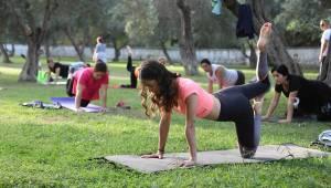 Bayraklı'da sabah yoga akşam zumba