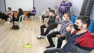 İşitme engelli cemaat için işaret dili öğrenmeye başladı