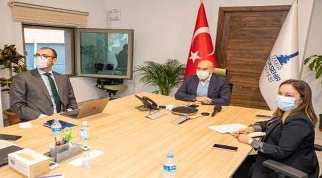 Başkan Soyer Belediye Başkanları Küresel Parlamentosu'nun panelinde konuştu