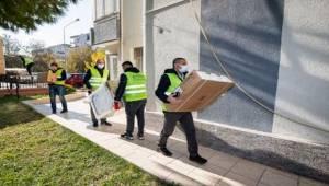 Depremzedelere beyaz eşya desteği sürüyor