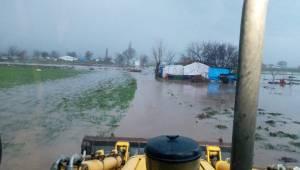 Bergama Belediyesi yağış taşkınlarına anında müdahale etti