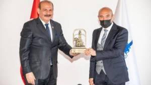 İzmir Konfederasyonu'ndan Başkan Soyer'e ödül