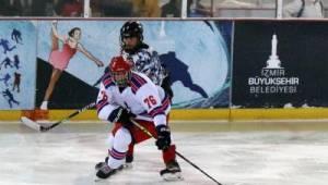 Buz Hokeyi 1. Ligi play-off finalini İzmir ekibi kazandı