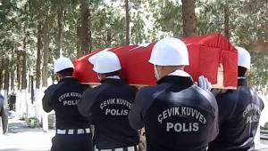 Foçalı Emekli Polis Törenle Defnedildi