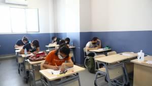 Bayraklı Belediyesinden Öğrencilere Deneme Sınavı