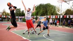 Bornova'da basketbol sahaları yenileniyor