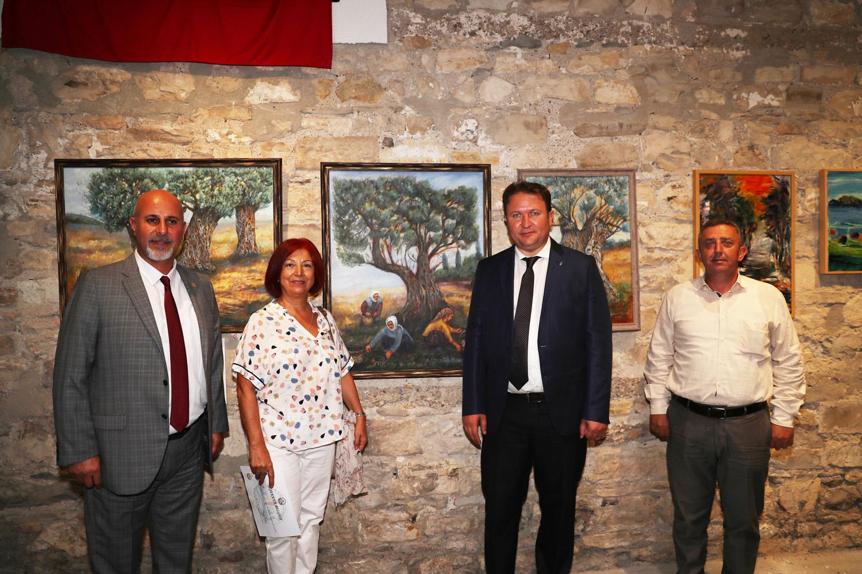 Urla'da yaşayan ressamlar resimlerini sergiledi