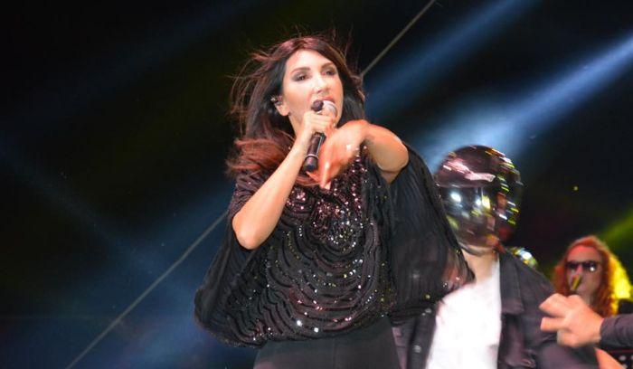 Hande Yener, Torbalı'da
